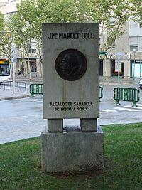 Monument a l'alcalde Marcet a la Plaça que porta el seu nom.
