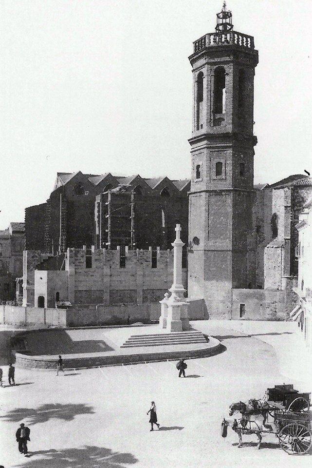 El raco del Campanar el 1943. amb la Creu dels Caiguts recent inaugurada i l' Esglesia de Sant Felix en construccio
