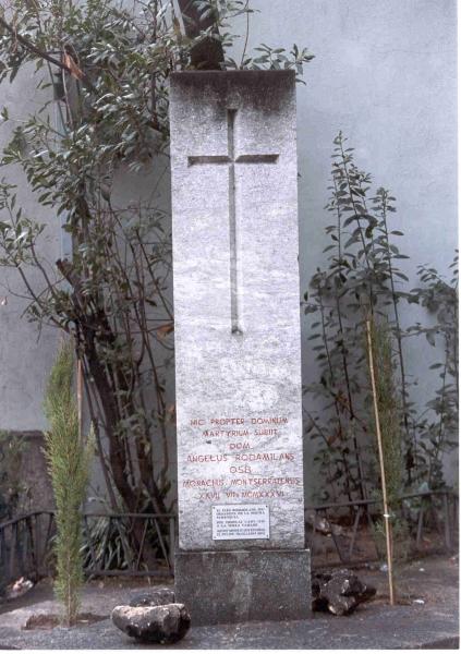 Monòlit a Àngels Rodamilans a l'Església de la Puríssima concepció. FONT: https://monuments.iec.cat/fitxa.asp?id=371