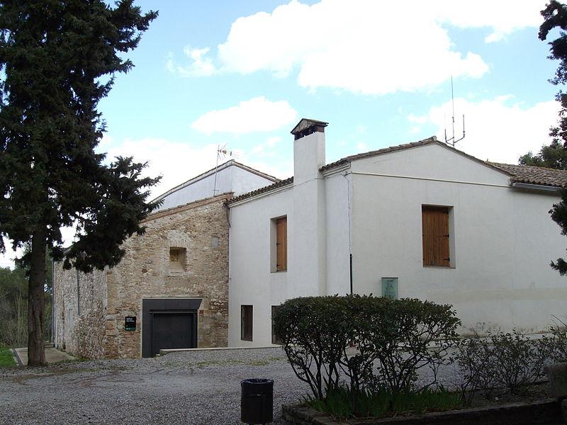 800px-Ermita_de_Sant_Iscle_i_Santa_Victòria_-_Hostatgeria_de_la_Salut